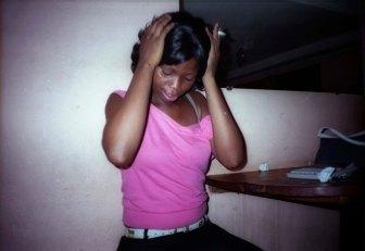 Patrick Wokmeni, Les Belles de New-Bell, Femme en Rose, Douala, 2006