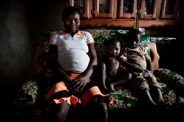 Mirabelle and her 2 children in their home in Abou Boutila. Mirabelle got married at 13, her husband was 14. They are expecting their third child. © Dominique Catton.