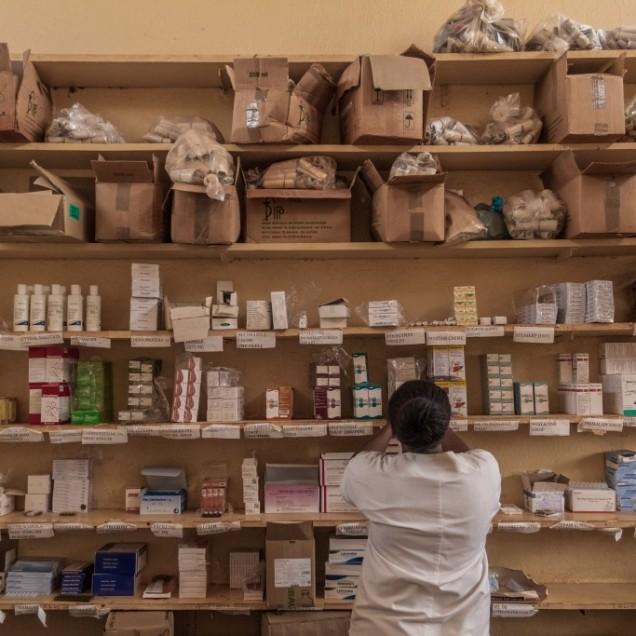 Pharmacist at Ad Lucem Hospital. Pete area. © Yvon Ngassam.