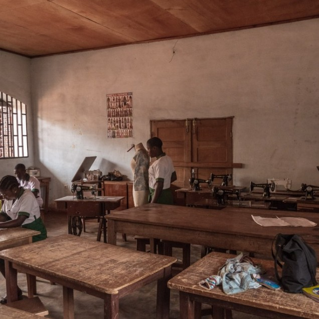 Sewing workshop, Collège St Joseph, quartier Pete. © Yvon Ngassam.